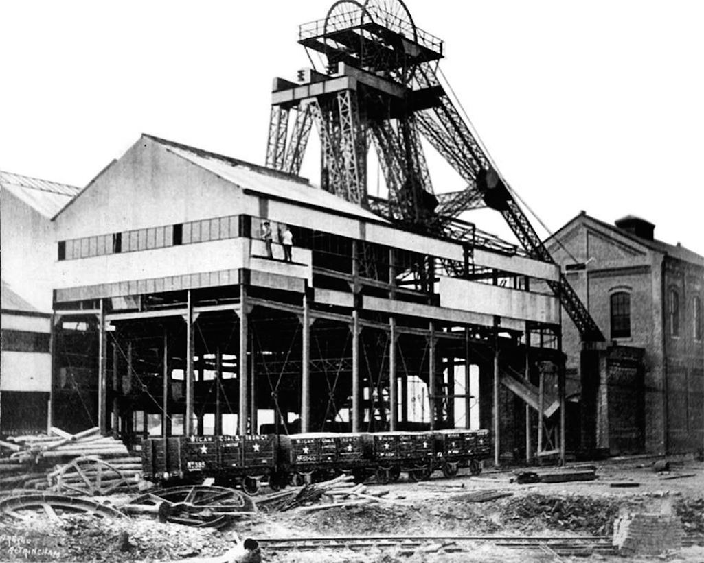 Clock Face Colliery in St.Helens in 1920s
