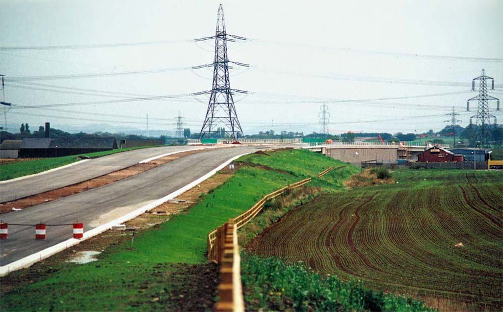 The building of the St.Helens Linkway (A570) at Lea Green in October 1992